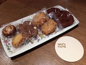 手づくりの焼き菓子 (一例です。日によって異なります。)